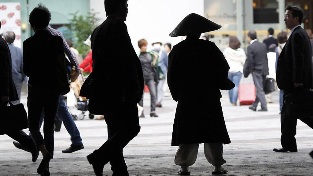 Nach dem Willen der japanischen Regierung sollen vom derzeitigen Wirtschaftsboom auch die Angestellten profitieren. (Symbolbild)