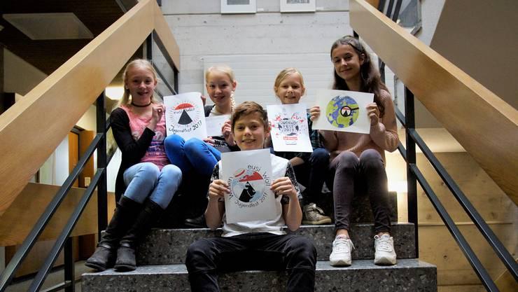 Vorne Gewinner Nico Bachmann, in der hinteren Reihe von links: Jana und Nora Bürger, Malu Kammer und Albina Aziri. Dominic Kobelt