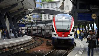 Wegen des defekten Entlastungszuges der S-Bahn kam es noch für längere Zeit zu Nachfolgeverspätungen. (Archiv)