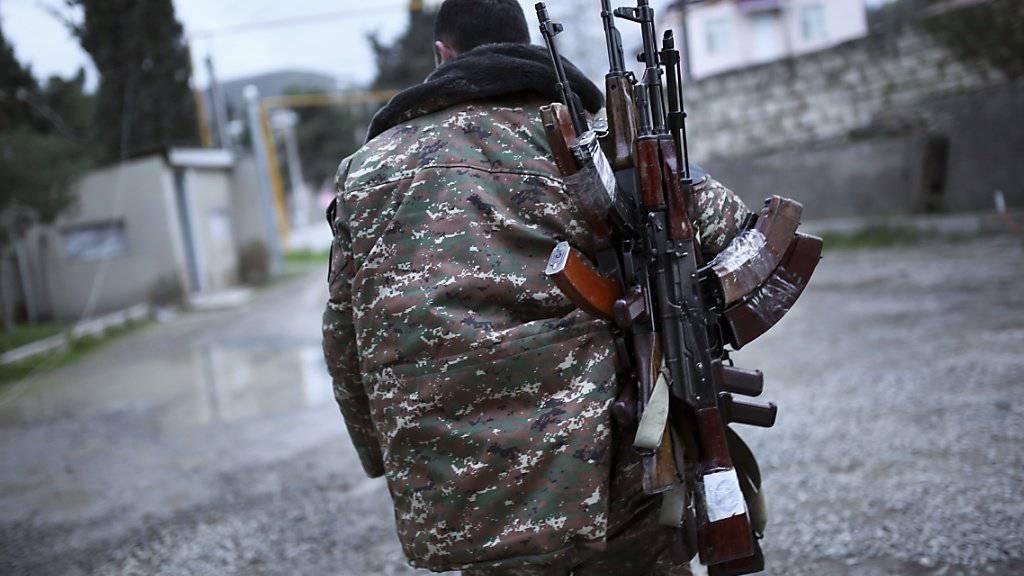 Aserbaidschan und die Region Berg-Karabach haben einen Waffenstillstand vereinbart.