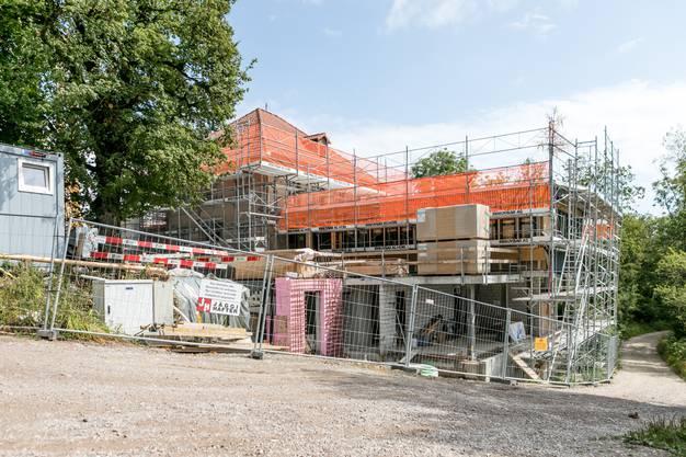 Mitte Juli haben Planer und Handwerker Aufrichte gefeiert, jetzt geht der Umbau in den Schlussspurt.