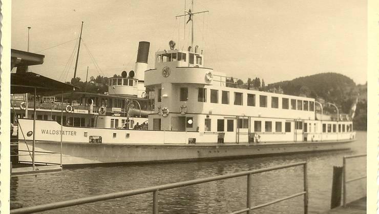 Das Motorschiff «Waldstätter» legte insgesamt 1'783'690 Kilometer zurück. Dahinter liegt das Dampfschiff «Wilhelm Tell», das heute ein Restaurant ist.