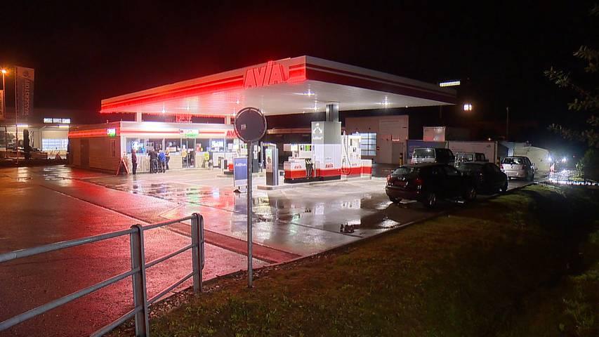 Nach tödlicher Auseinandersetzung an Tankstelle: Polizei nimmt mehrere Personen fest