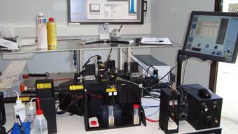 In der Tierzucht steigt die Nachfrage nach sogenannt «gesextem» Ejakulat. Das Bild zeigt einen Trennapparat in einem Labor in Frankreich. zvg