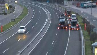 Den Rückwärtsgang eingelegt: Drei Autotransporter wollten einer Kontrolle entkommen.