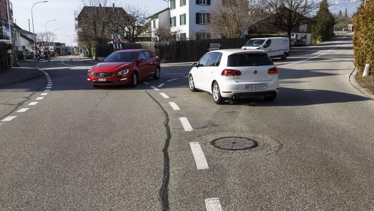 Rechts führt die Strasse nach Lommiswil. Der Gemeinderat setzt sich weiterhin für Rechtsvortritt ein.