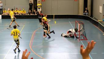 Da war das Jubeln noch ohne Maske möglich.  Die Herren 1 der 1. Liga von Unihockey-Limmattal spielten im Februar in der Zentrumshalle Urdorf gegen die Rheintal Gators.