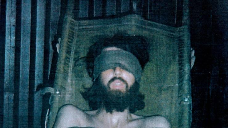 Der US-Amerikaner John Walker Lindh wurde im November 2001 kurz nach Beginn des US-Militäreinsatzes gegen die Taliban in Afghanistan festgenommen. Laut seinen Verteidigern wurde er in US-Gewahrsam gefoltert.