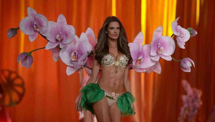 Topmodel Alessandra Ambrosio mit einem BH für 2,5 Millionen Dollar