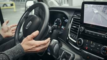 Assistenzsysteme helfen beim Parkieren, beim Spurhalten und bremsen bei entsprechenden Verkehrsschildern. Nur schalten viele die Systeme bewusst aus oder gar nie an.
