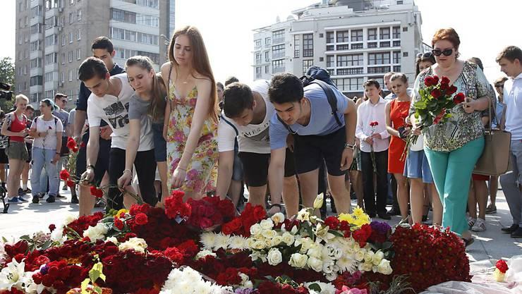 Blumen für die Opfer des Anschlags von Nizza.