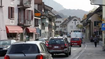 Mit dem Bau einer Entlastungsstrasse soll der Verkehrsengpass in der Klus beseitigt werden.