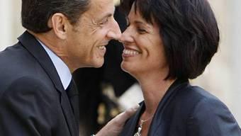 Küsschen für Bundespräsident Doris Leuthard in Paris