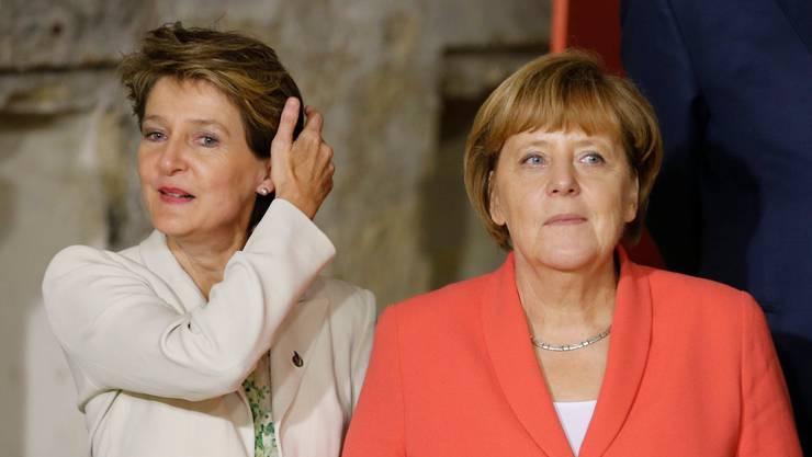 Simonetta Sommaruga und Angela Merkel bei einem physischen Treffen 2015. Am Freitag sprachen die beiden Staatsfrauen per Videokonferenz miteinander.