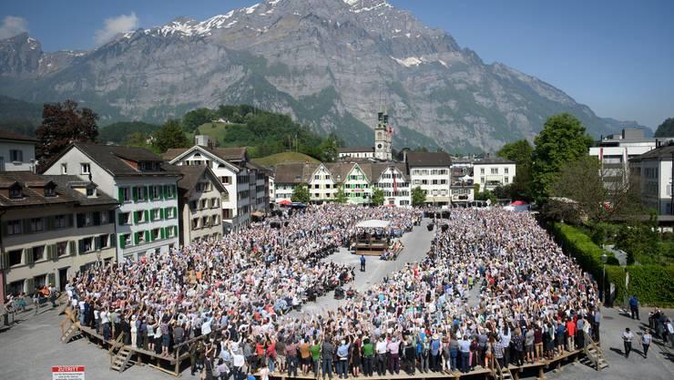 Die Glarner Landsgemeinde ist der wichtigste politische Anlass des Kantons.