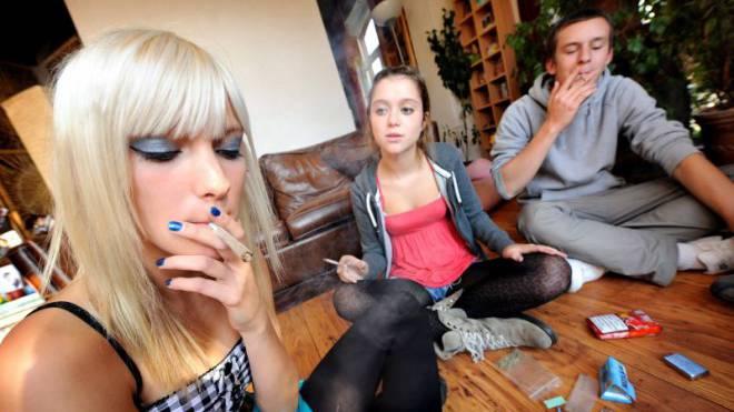 Eine halbe Million Menschen konsumiert hierzulande Cannabis. Wer erwischt wird, kriegt eine Busse. Foto: LAIF