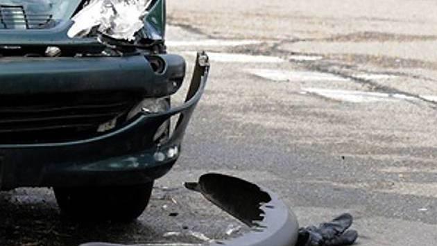 Ein Lieferwagenfahrer verursachte in Oberrüti einen Selbstunfall und brauste davon. (Symbolbild)