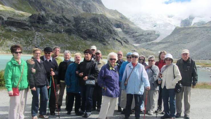 ein Teil der Seniorengruppe beim Wandern