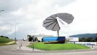 Das schmückende, von der Murpf AG finanzierte Solarsystem «Smartflower», das zur Eröffnung des Scheuermatt-Kreisels am 13. Mai dort hinein montiert wird, hat seine «Blüten» immer auf die Sonnenseite ausgerichtet.