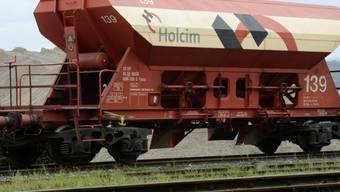 Ein Güterwagon des Baustoffherstellers Holcim (Symbolbild)