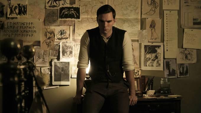Viele Ideen an der Wand, noch mehr im Kopf: Nicholas Hoult als grüblerischer J.R.R. Tolkien.