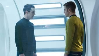 John Harrison (Benedict Cumberbatch, l.) steht seinem Widerpart Captain Kirk (Chris Pine) gegenüber.