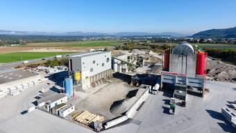 Noch baut die Hochuli AG in der «Hardmatte» Kies ab: Luftbild der Betonwerke neben der A1. Pascal Meier