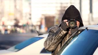 Durch ein neues Gesetz sollen Detektive mehr Möglichkeiten für die Observation erhalten. Beispielsweise sollen GPS-Geräte, Drohnen oder Geo-Lokalisationen eingesetzt werden können. (Symbolbild)