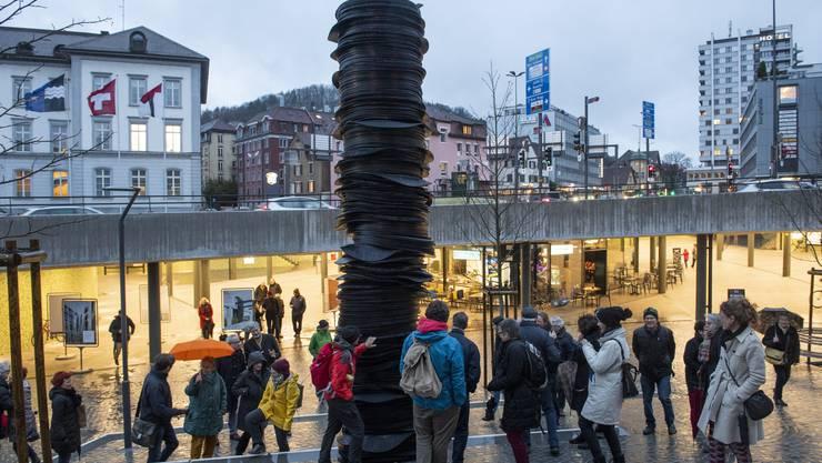 Der «Stack» ist eingeweiht: Nach acht Monaten gehört das Kunstwerk jetzt ganz offiziell zur Stadt Baden.