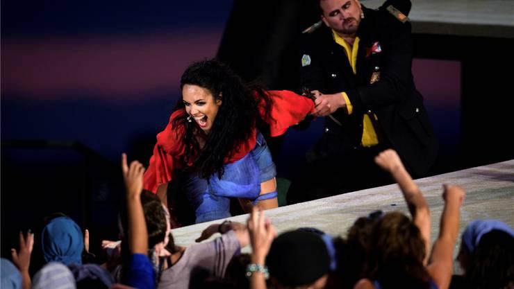 So geht Carmen heute: Mezzosopranistin Gaëlle Arquez kann Augenaufschläge singen – und ist auch sonst eine Wucht.Gian Ehrenzeller/Keystone