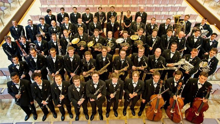 70 Musikerinnen und Musiker gehören zum Symphonischen Blasorchester des Schweizer Armeespiels.
