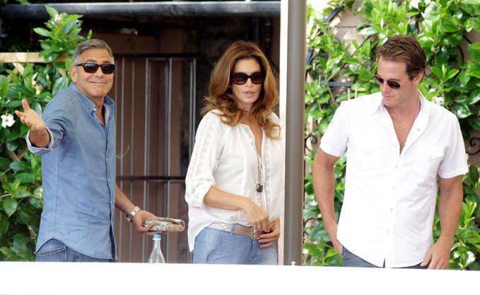 Clooney mit Cindy Crawford und ihrem Mann Rande Gerber im Garten des Cipriani Hotel