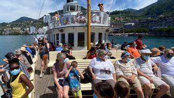 Wir waren bei ihnen: Die Familie des Autors unterwegs auf dem Genfersee Richtung Schloss Chillon.