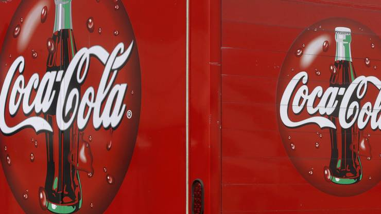 Der US-Getränkeriese Coca-Cola muss im vierten Quartal einen Umsatzrückgang von 6 Prozent hinnehmen. (Archiv)