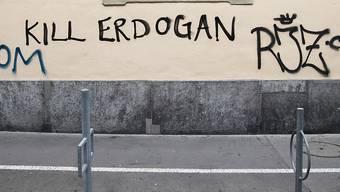 """Die Aufforderung """"Kill Erdogan"""" hat keine strafrechtlichen Folgen. Die Türkei wehrte sich bis vor Bundesgericht gegen Schriftzüge wie diesen, allerdings vergeblich. Im Bild ein Schriftzug aus Bern. (Archiv)"""
