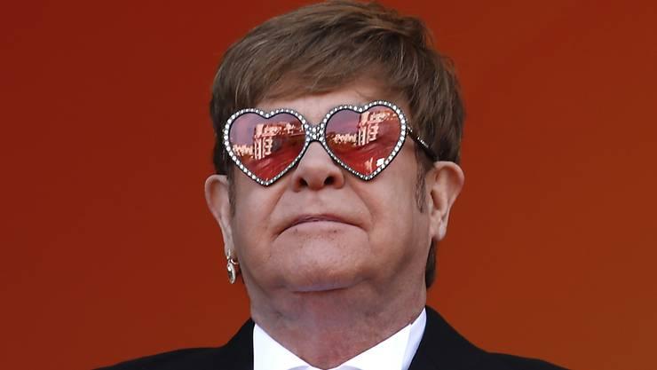 """Der britische Popstar Elton John hat das Herausschneiden von schwulen Sexszenen in der russischen Version des Films """"Rocketman"""" heftig kritisiert. (Archivbild)"""