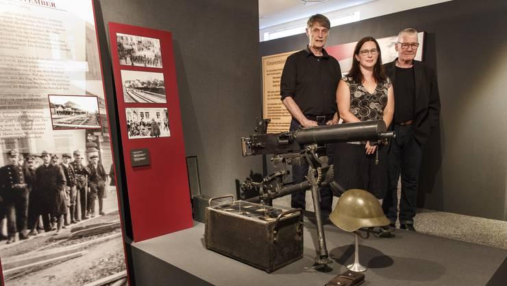 Gestalteten die Vernissage: Referent Peter Heim (links), Museumsleiterin Angela Kummer, Alfred Fasnacht (Recherche).