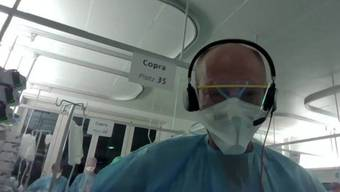 Martin Balmer Leiter der Pflege Intensivmedizin am Kantonsspital Aarau wurde live aus der Intensivstation zugeschaltet.