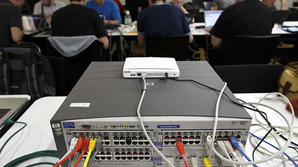 Angriffe willkommen: Das US-Verteidigungsministerium will sein Sicherheitssystem von Hackern testen lassen. (Symbolbild)