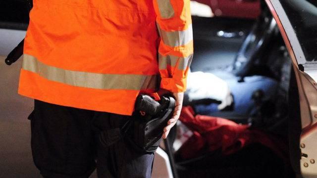 DIe St. Galler Kantonspolizei konnte den 22-Jährigen auf einem Parkplatz verhaften. (Symbolbild)