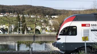 Zu Stosszeiten fährt die S27 vom Unteren Aaretal (im Bild Klingnau) direkt nach Zürich HB. Ab Dezember 2015 kommen mit der S19 zusätzliche Fahrmöglichkeiten dazu.