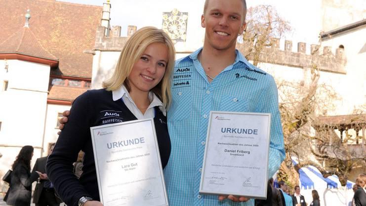 Die frischgebackene Nachwuchssportlerin des Jahres Lara Gut (links) posiert auf dem Schloss Lenzburg.