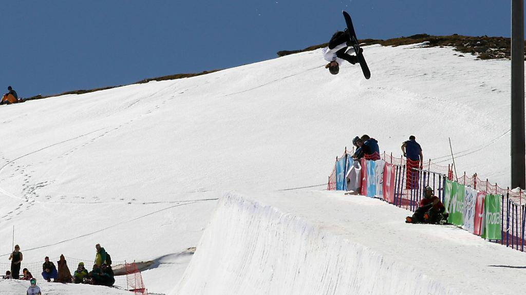 Flog in der Qualifikation des WM-Wettkampfes hoch aus der Halfpipe: Iouri Podladtchikov, einer von vier für den Final qualifizierten Schweizern
