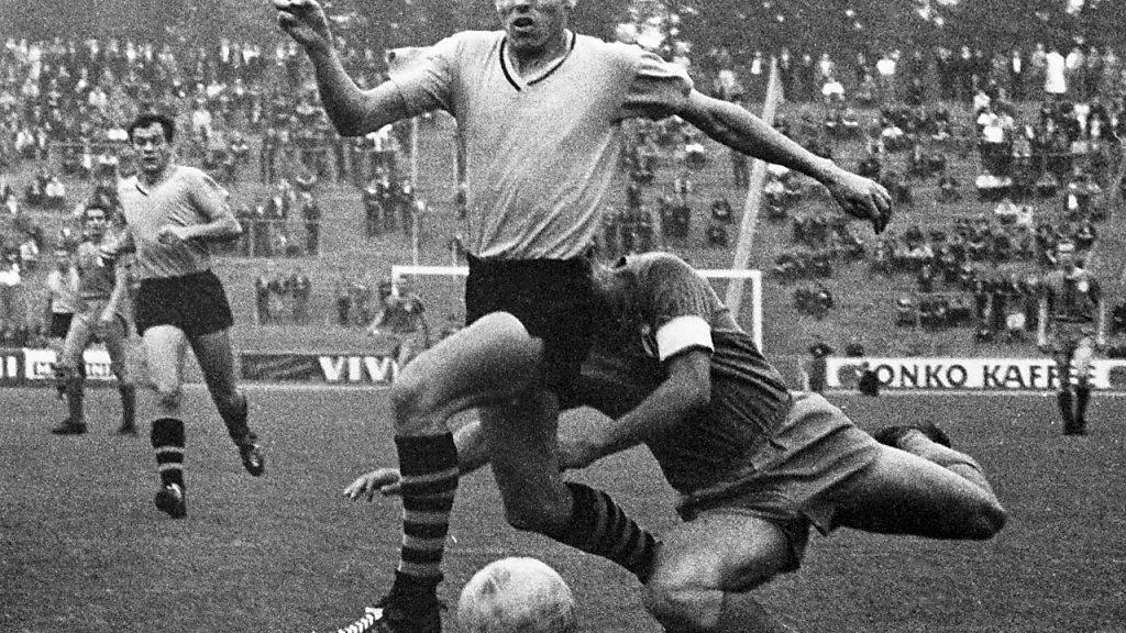 Timo Konietzka während eines Bundesliga-Spiels im Jahr 1963