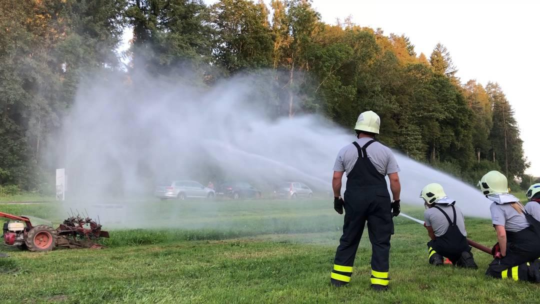 Die Regiowehr Suhrental testet den Ernstfall bei einer Feuerwehrübung in Schöftland
