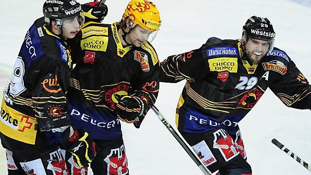 Ritchie (mitte), Berger (links) und Furrer feiern den Heimsieg