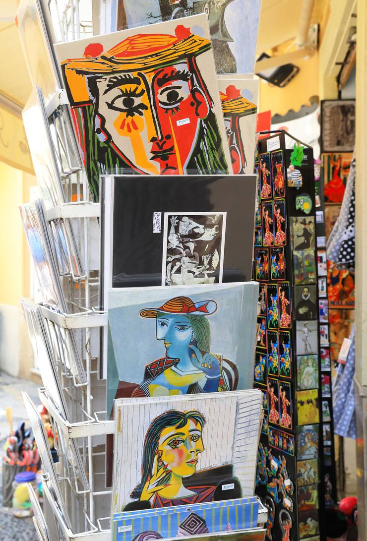 Picassos Bilder sind überall als Souvenirs erhältlich.