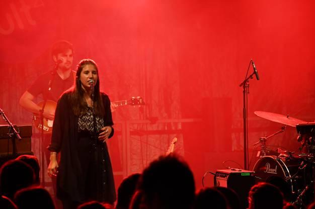 Die Brugger Band Ellas performed am zweiten Festtag vom Stadtfest Brugg 2019 auf der Jäggibühne in der Brugger Hofstatt.