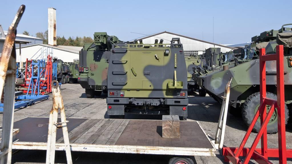 Gepanzerte Fahrzeuge auf dem Gelände der Mowag GmbH in Kreuzlingen – in den ersten neun Monaten 2020 haben Schweizer Unternehmen Kriegsmaterial im Wert von knapp 690 Millionen Franken exportiert. (Archivbild)