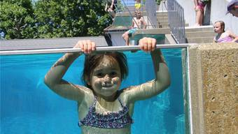 Sie hatte den Plausch. Für die Badmeister bedeutete der Sommer 2015 viel Arbeit: Es kamen deutlich mehr Gäste als 2014.
